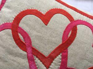 Nærbillede af et enkelt hjerte fra hjertepuden.