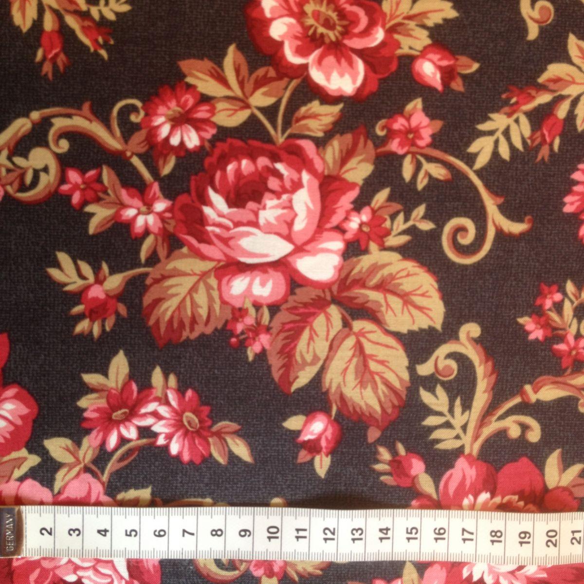 Store roser på mørkebrun baggrundimg_1837