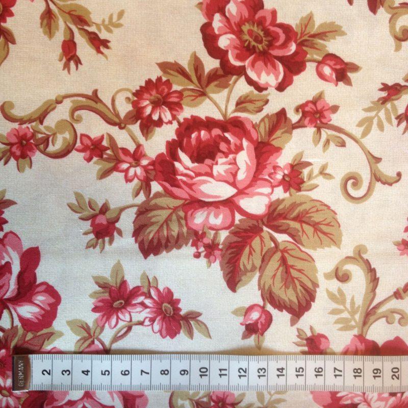Store støvrøde roser på creme baggrund img_1840