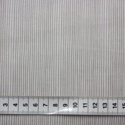 Patchworkstof.Smalle grå striber på hvid bund. img_5441